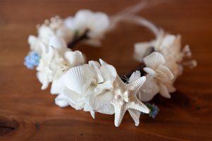 貝を使った夏らしい猫用の花冠