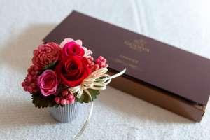 花とチョコをプレゼント